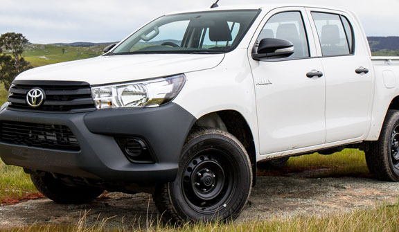 car servicing toyota hilux ute pic